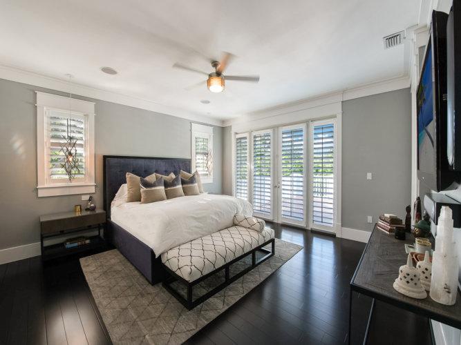 Modern Seaside Home Bed/Bath