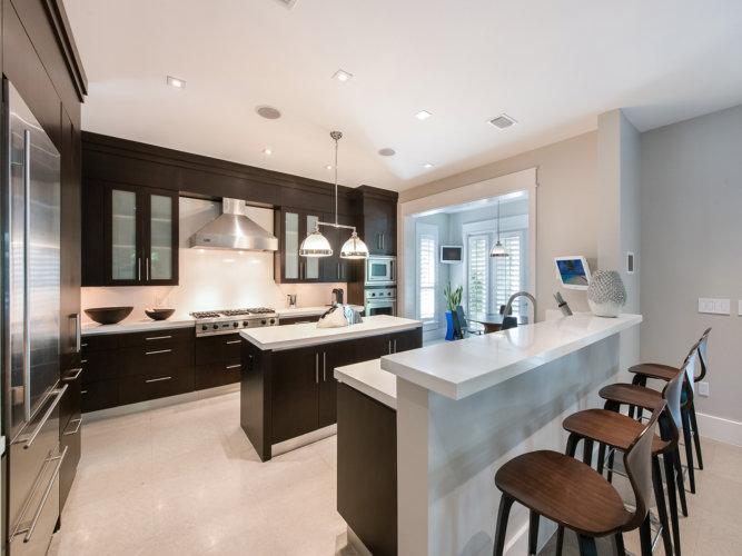 Modern Seaside Home Kitchen/Dining Room